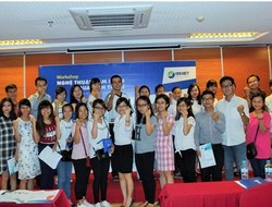 "Students Get Excited in Dai Viet Group's Workshop ""The Art of Telesales and Negotiation"""