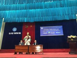 Dai Viet Group Organizes Talk Show with Students of VUC