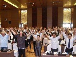 Almost 2,000 Vietnamese Brokers Meet former President of NAR