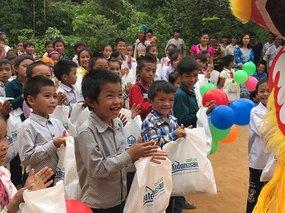 Đại Việt Group mang vầng trăng yêu thương đến với trẻ thơ